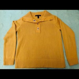 Yellow sweater with long sleeves